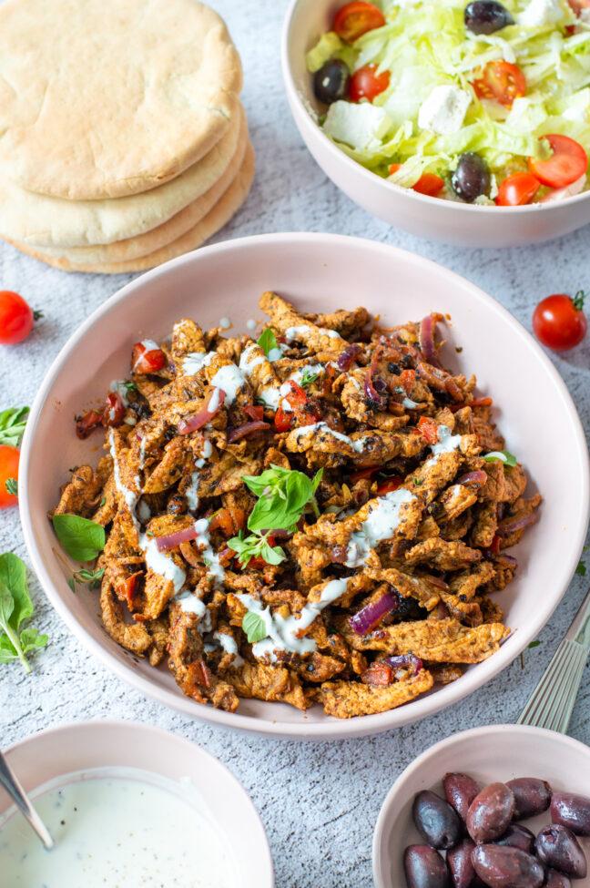 recept voor zelf Griekse gyros maken van varkensvlees. Serveer op een pita broodje met salade - broodje gyros