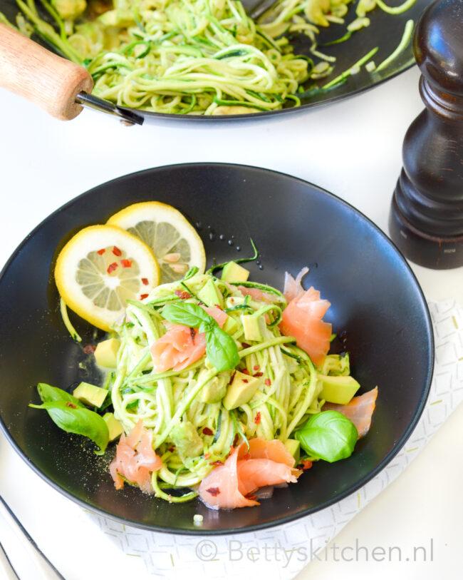 recept courgetti met zalm en avocado
