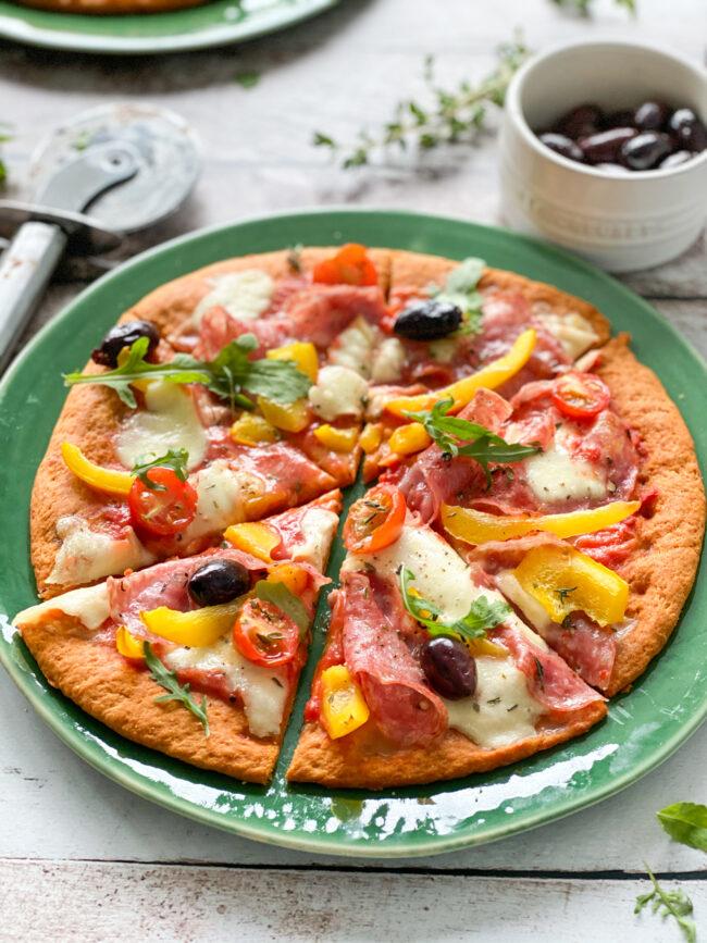zelf pizza met spianata romana maken recept © bettyskitchen