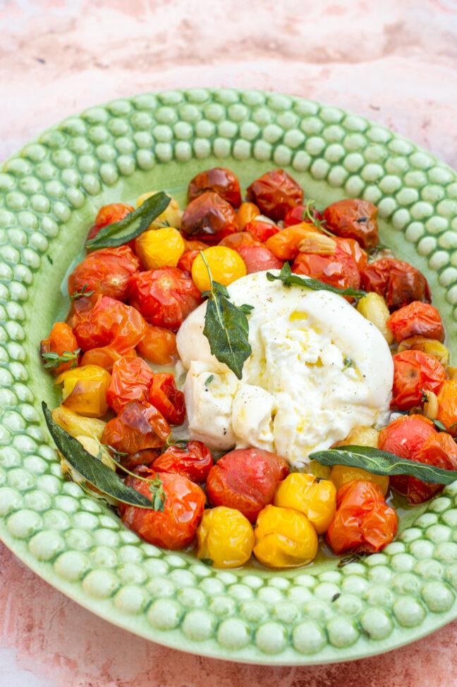 10x bijgerechten voor kerst feestdagen recept burrata caprese met tomaten en salie © bettyskitchen.nl