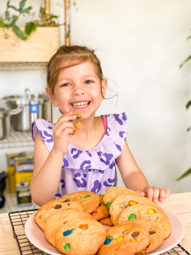 Laura drost maakt koekjes met M&Ms recept