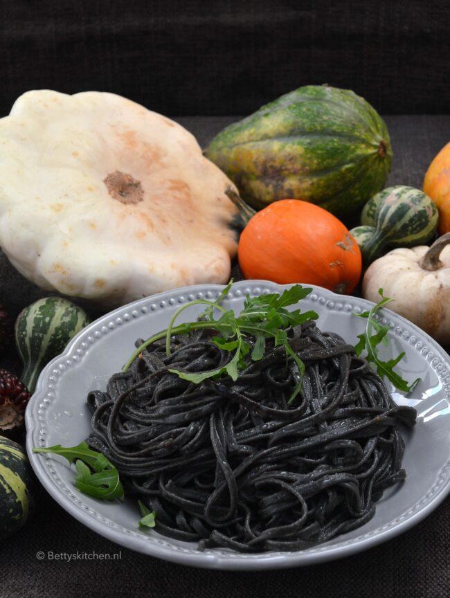 recept heksenhaar pasta voor halloween © bettyskitchen.nl