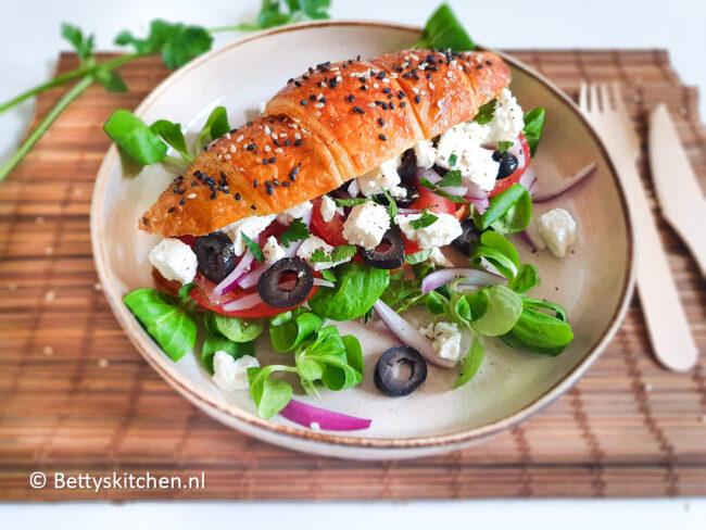 croissants met griekse salade © bettyskitchen.nl
