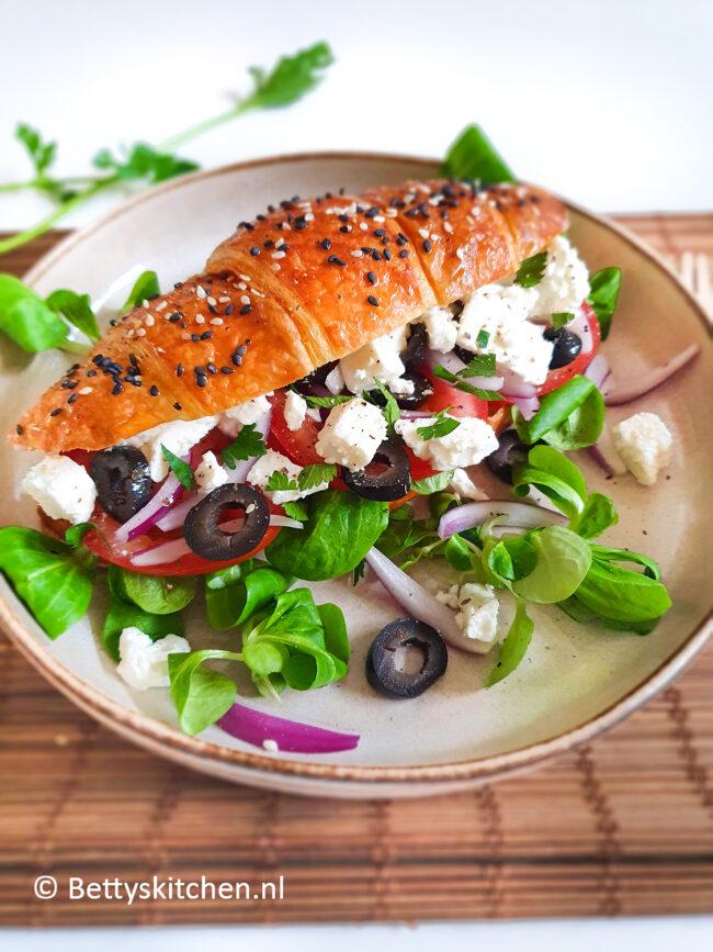recept lunch croissant met griekse salade © bettyskitchen.nl