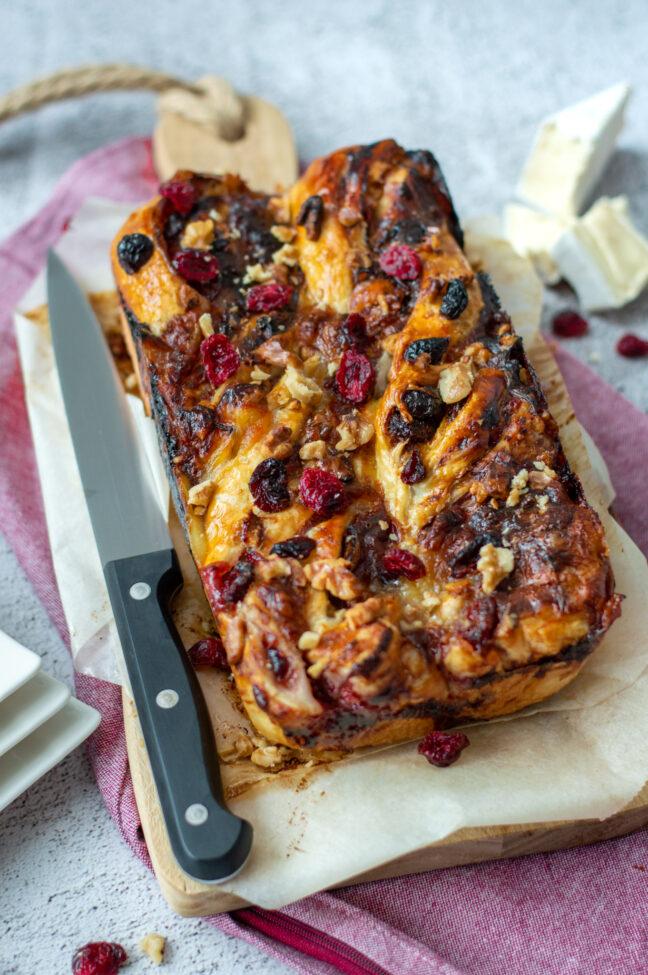 10x kerstontbijt recepten om van te smullen recept vlechtbrood met brie en cranberry © bettyskitchen.nl