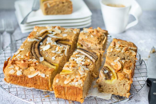 recept bananencake met pindakaas en kokos © bettyskitchen.nl