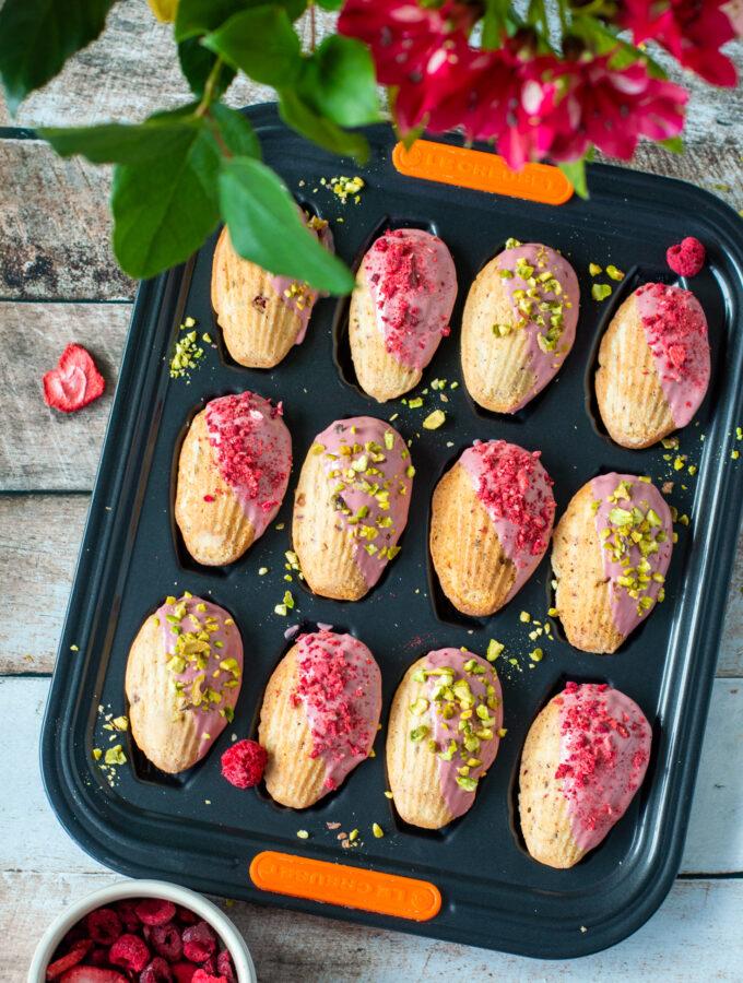 recept madeleines met pistache en ruby chocolade © bettyskitchen.nl