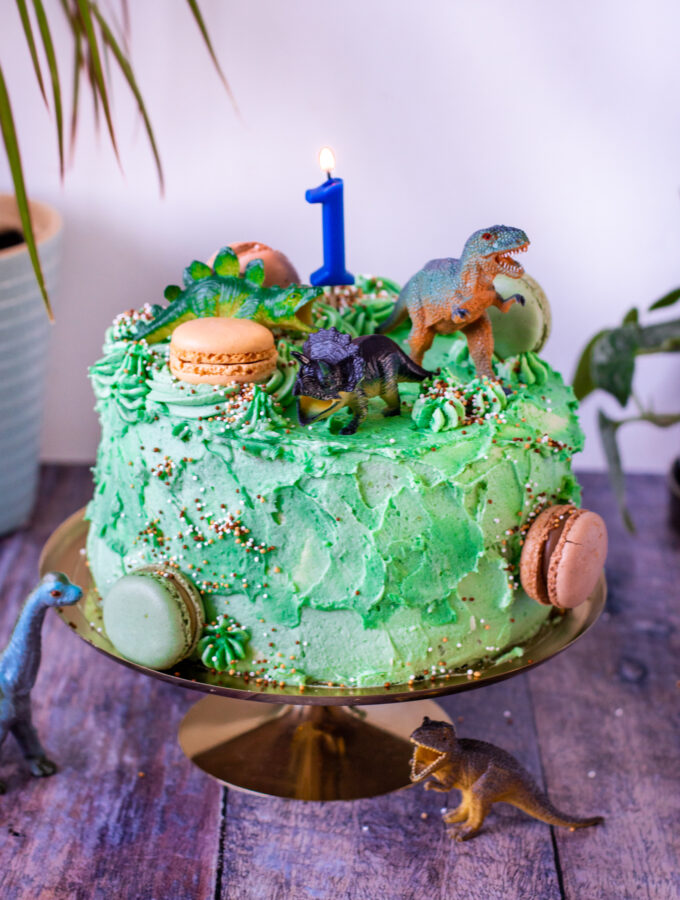 recept cake smash taart - dinosaurus - © bettyskitchen.nl