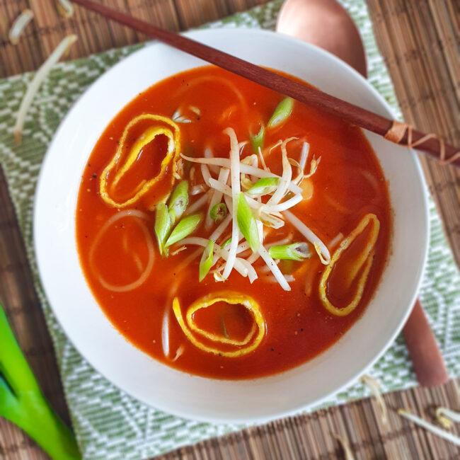 recept chinese tomatensoep met omelet rolletjes © bettyskitchen.nl