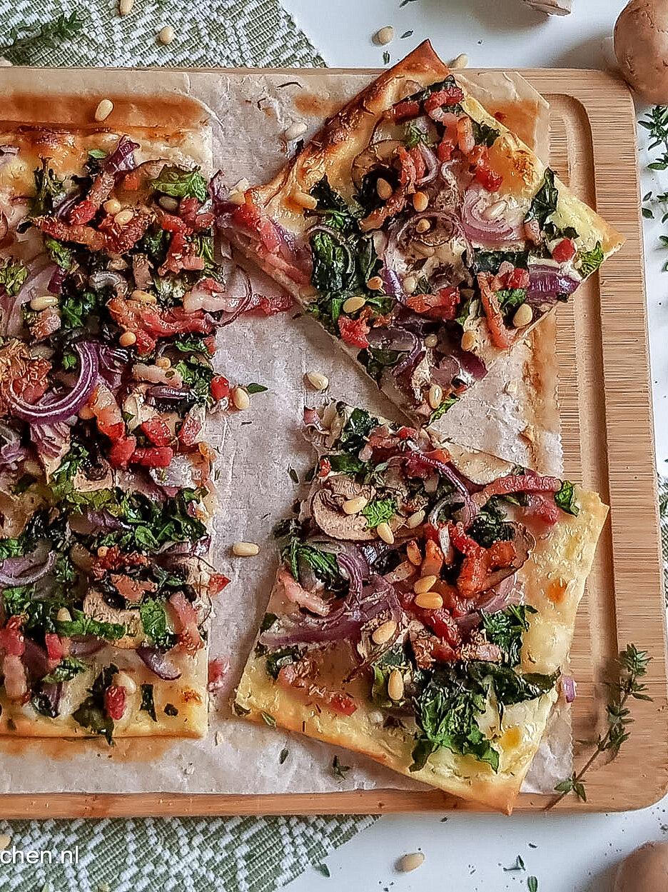 recept flammkuchen met ui en champignons vegetarisch © bettyskitchen