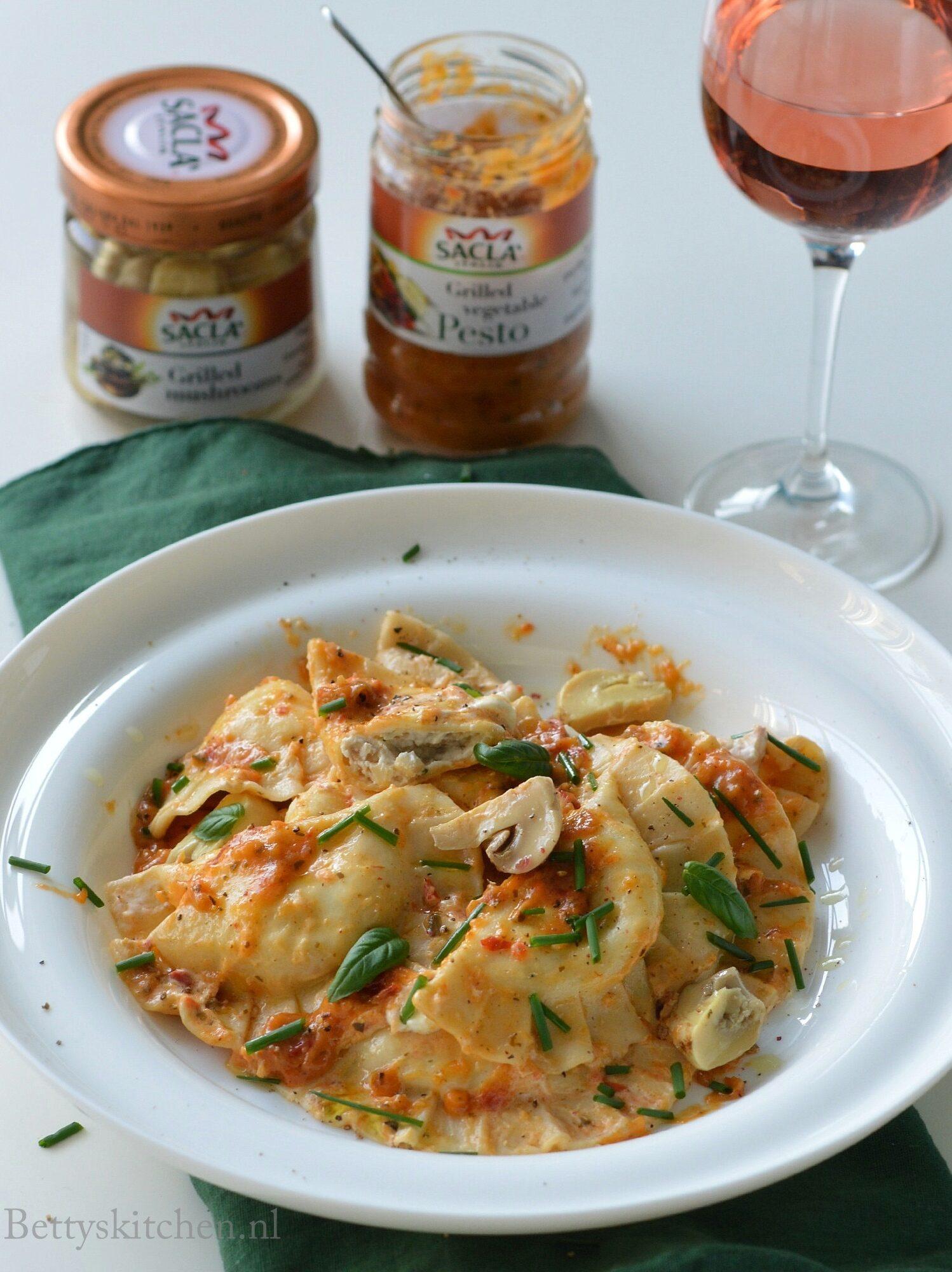 10x Vegetarische Pasta Recepten -ravioli met champignons en pesto saus sacla pasta betty's kitchen