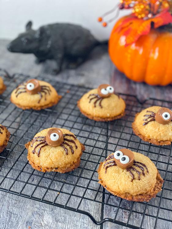 recept halloween hazelnoot spinnen koekjes © bettyskitchen.nl