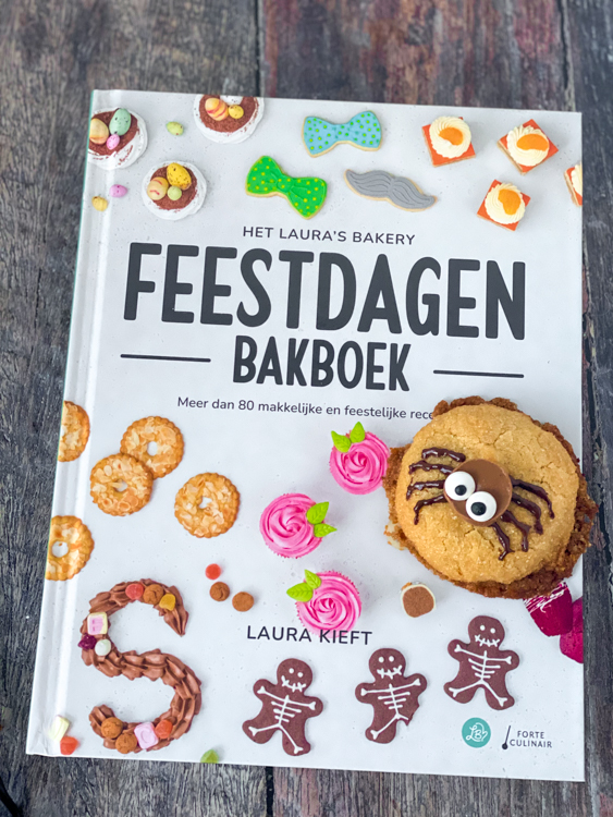 Laura's Bakery Feestdagen Bakboek Review © bettyskitchen.nl